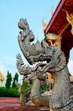 Konung av nagastatyn i thai tempel Royaltyfria Bilder