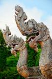 Konung av nagastatyn i thai tempel Arkivbilder