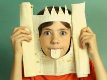 Konung för rik fantasi för pojke tillförordnad med pitabröd Arkivbild