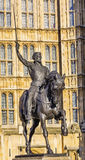 Konung Richard 1 Lionhearted statyparlament Westminster London England Royaltyfria Foton