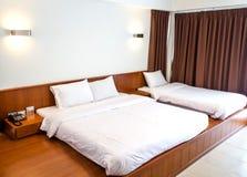 Konung som storleksanpassas med säng två Arkivfoto