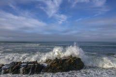 Konung Tides Wave Action, Kalifornien kust arkivbild