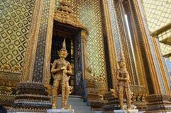 KONUNGAR FÖRLÄGGER I BANGKOK THAILAND Arkivfoton
