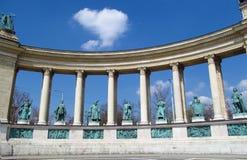 Konungbronsstatyn på hjältar kvadrerar i Budapesht, Ungern Arkivfoto