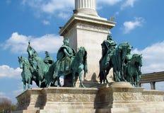 Konungbronsstatyn på hjältar kvadrerar i Budapesht, Ungern Arkivfoton