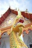 Konungen av Nagas skyddar templet Arkivfoto
