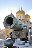 Konungen Cannon och Dormition kyrktar i MoskvaKreml Arkivbilder