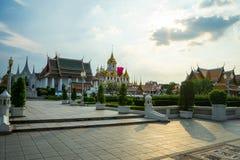 Konungen Rama var i den kungliga paviljongen Mahajetsadabadin Arkivfoton
