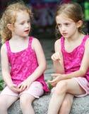 konversation har systrar Royaltyfria Bilder
