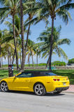 Konvertibla gula tekniskt avancerade Chevrolet Camaro SS Fotografering för Bildbyråer
