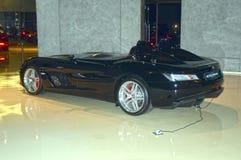 Konvertibla Mercedes-Benz i visningslokalen Royaltyfri Fotografi