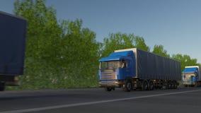 Konvooi van vracht het semi vrachtwagens stock video