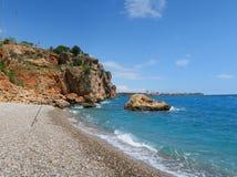Konyaalti海滩在峭壁的安塔利亚 库存照片