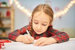 Konzentriert auf Zeichnungs-Weihnachtskarte Lizenzfreie Stockbilder