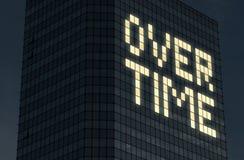 Konzept über die Zeit hinaus bearbeiten Spät bei der Arbeit und dem Handeln von Überstunden Abführung und Druck von zu vielem Sac stockbilder