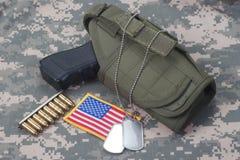 Konzept der AMERIKANISCHEN ARMEE mit Pistole Lizenzfreies Stockfoto