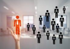 Konzept der Führung und des Teamworkings mit vielen Ikonen und eine von ihnen heraus stehend Lizenzfreie Stockbilder