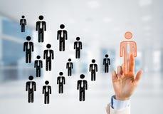 Konzept der Führung und des Teamworkings mit vielen Ikonen und eine von ihnen heraus stehend Stockfotos