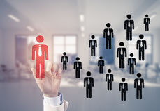 Konzept der Führung und des Teamworkings mit vielen Ikonen und einem von Stockfotos