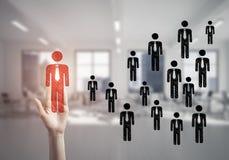 Konzept der Führung und des Teamworkings mit vielen Ikonen und einem von Stockbilder