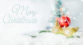 Konzept der frohen Weihnachten und des guten Rutsch ins Neue Jahr, Nahaufnahme Christmasbal Lizenzfreies Stockfoto