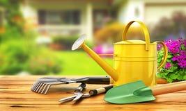 Konzept der Gartenarbeit Gartenarbeithilfsmittel neu, Stocktellersegment Lizenzfreies Stockbild