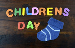 Konzept der glückliche Kinder Tagesmit bunten Spielbuchstaben Stockfotos