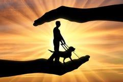 Konzept der helfenden Blinde mit Unfähigkeit Lizenzfreies Stockfoto