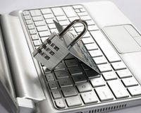 Konzept der Internet-Zahlungssicherheit (sicheres Geschäft) Kreditkarte, Vorhängeschloß Datenverschlüsselung, retai Lizenzfreie Stockfotografie