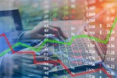 Konzept der Investierung und der Börse gewinnen und Gewinne mit verblaßtem c stockfotos