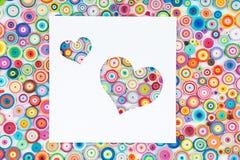 Konzept der Liebe auf dem bunten Papier gemacht mit Rüschentechnik O Lizenzfreies Stockfoto