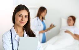 Konzept der medizinischen Behandlung oder der Versicherung Lizenzfreies Stockfoto