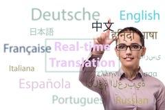 Konzept der Online-Übersetzung von der Fremdsprache stockbild
