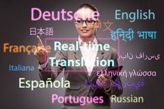 Konzept der Online-Übersetzung von der Fremdsprache stockfoto