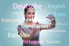 Konzept der Online-Übersetzung von der Fremdsprache lizenzfreies stockbild