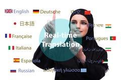 Konzept der Online-Übersetzung von der Fremdsprache stockfotos