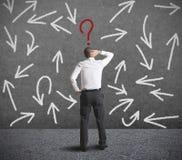 Schwierige Wahlen eines Geschäftsmannes Lizenzfreie Stockfotos