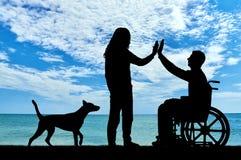 Konzept der Unterstützung und der Hilfe zu den Leuten mit Unfähigkeit stockbilder