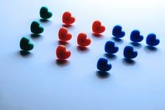 Konzept der in-vitrodüngung Abriveatura IVF wird mit den roten, blauen und grünen Herzen gezeichnet Thema des Lebens vom Reagenzg lizenzfreies stockfoto