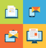 Konzept des E-Mail-Marketings über elektronische Geräte Stockbilder