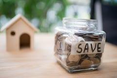 Konzept des Einsparungsgeldes für Haus Geschäfts-Finanz- und Geldbetrug Stockbilder
