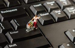 Konzept des elektronischen Geschäftsverkehrs Einkaufs Lizenzfreie Stockfotos