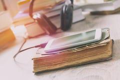 Konzept des Hörens auf audiobooks Lizenzfreie Stockfotos