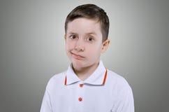 Konzept des kleinen Jungen der Unzufriedenheit Stockbilder