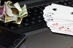 Konzept des on-line-Spiels, des Spielens und der Suchts Lizenzfreie Stockfotografie