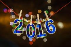Konzept 2016 des neuen Jahres befestigte Karten auf Weihnachtslichthintergrund Stockfoto