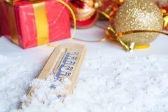 Konzept des neuen Jahres mit Thermometer Lizenzfreies Stockbild