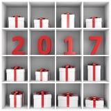 Konzept des neuen Jahres: Zahlen und Geschenkboxen im Buchregal Stockfoto