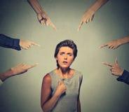 Konzept des schuldigen Personenmädchens der Anklage Stockbilder