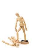 Konzept des Siegers und geschlagen: ein hölzernes Mannequin/Puppe, die über anderen steht Stockbild